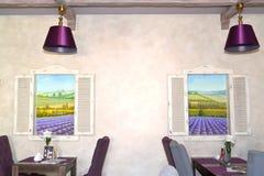 Lobby Bar-Innenfragment mit zwei Bildern das lavandovykh von Stockfotos