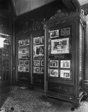 Lobby för filmteater (alla visade personer inte är längre uppehälle, och inget gods finns Leverantörgarantier att det inte ska fi Arkivbild