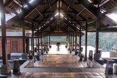 08 10 Lobbybereich 2015 Balis Indonesien von Mandapa Ritz Carlton Reserve bei Sonnenuntergang Stockbild