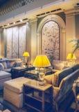 Lobbyrum i klassiskt hotell royaltyfri bild