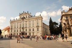 Lobkowicz宫殿的游人布拉格城堡的 免版税库存照片