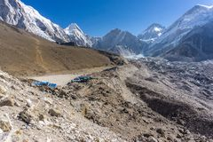 Lobuche к Gorak Shep, Непалу стоковые изображения