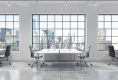 Locais de trabalho em um escritório moderno brilhante do espaço aberto do sótão As tabelas são equipadas com os computadores mode ilustração do vetor
