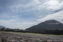 Local arqueológico mexicano famoso e majestuous; pirâmide do sol Imagens de Stock