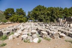 Local arqueológico de Ephesus, Turquia Capitais de coluna de Gimnasium Fotos de Stock