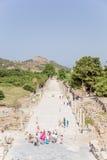 Local arqueológico de Ephesus, Turquia Mova a rua que conduz do teatro grande ao porto Fotos de Stock Royalty Free