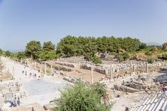 Local arqueológico de Ephesus, Turquia Rua do porto e ginásios (banho com campo de jogos) Fotografia de Stock Royalty Free