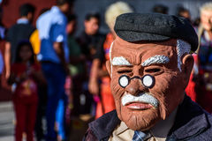 Local com máscara do ancião, Cuidad Vieja, Guatemala Fotografia de Stock Royalty Free