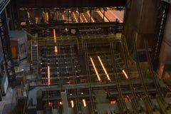 Local com os lingotes quentes do metal metallurgy foto de stock royalty free
