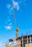 Local da construção civil com maquinaria da torre do guindaste imagem de stock royalty free