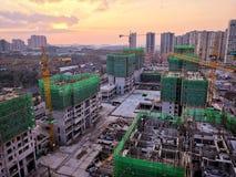 Local da construção civil no por do sol fotos de stock royalty free