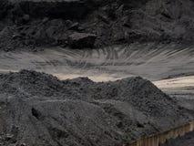 Local de armazenamento de transferência do trem da mina de carvão imagens de stock royalty free