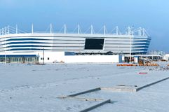 Local de encontro de esportes, esportes construção, neve do inverno do estádio de futebol Fotografia de Stock