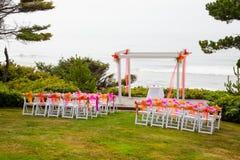 Local de encontro litoral do casamento foto de stock