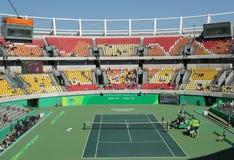Local de encontro principal Maria Esther Bueno Court do tênis do Rio 2016 Jogos Olímpicos durante o fina dos dobros das mulheres imagem de stock