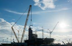 Local de funcionamento da refinaria da plataforma petrolífera da indústria da construção civil Foto de Stock Royalty Free