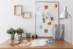 Local de trabalho com materiais de escritório Foto de Stock