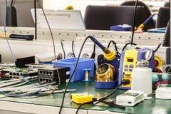 Local de trabalho do conjunto do equipamento da eletrônica Foto de Stock