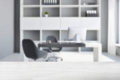Local de trabalho do escritório com borrão do computador Foto de Stock Royalty Free