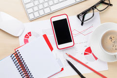 Local de trabalho do escritório com telefone, cartas e café Fotografia de Stock