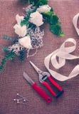 Local de trabalho do florista Ferramentas e acessórios fotografia de stock royalty free