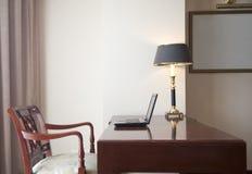 Local de trabalho em um quarto de hotel Fotografia de Stock
