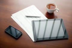 Local de trabalho moderno do negócio com Apple Ipad Imagens de Stock Royalty Free