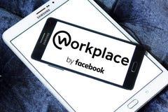 Local de trabalho pelo logotipo de Facebook Fotos de Stock