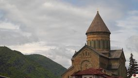 Local do patrimônio mundial do UNESCO, a catedral de Svetitskhoveli video estoque