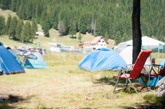 Local e cadeira de acampamento Imagens de Stock