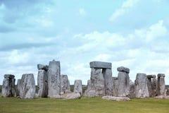 Local histórico de Stonehenge na grama verde Imagens de Stock Royalty Free