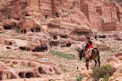 Local Jordanin guide exploring the ruins of ancient Petra, Jordan Stock Photography