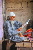 Local man reading newspaper at the street market in Fatehpur Sik. Ri, Uttar Pradesh, India. The city was founded in 1569 by the Mughal Emperor Akbar, and served Stock Images