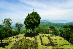 Local megalítico de Gunung Padang em Cianjur, Java ocidental, Indonésia foto de stock royalty free