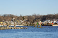 Local Pier on the Blue Hudson River, Winter Royalty Free Stock Photos