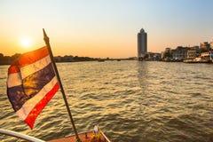 Local transportfartyg på den Chao Phraya floden Fotografering för Bildbyråer