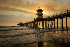 Smoky skies over Huntington Beach pier Royalty Free Stock Photos