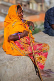 Local woman in colorful sari sitting on a stone wall, Jaipur, In Royalty Free Stock Photos