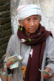 Local woman counting money in the street, Mingun, Mandalay regio Royalty Free Stock Photos