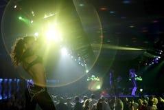 Locale notturno con l'esposizione sexy degli indicatori luminosi e dei danzatori Fotografie Stock Libere da Diritti
