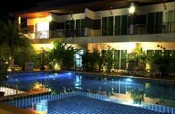 Località di soggiorno con la piscina Immagini Stock Libere da Diritti