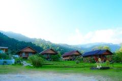Località di soggiorno dalle montagne Immagini Stock Libere da Diritti