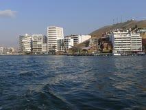 Località di soggiorno dell'ancona alla linea costiera di Lima, Perù Fotografia Stock