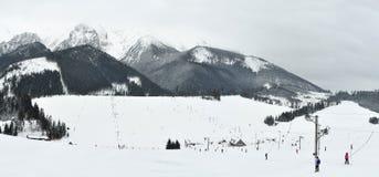 Località di soggiorno di corsa con gli sci di Zdiar Fotografia Stock
