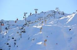 Località di soggiorno di corsa con gli sci Kitzsteinhorn/Kaprun, Austria. Immagine Stock Libera da Diritti