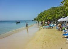 Località di soggiorno di isola tropicale a Cartagine Colombia Immagini Stock Libere da Diritti