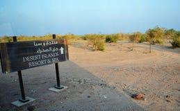 Località di soggiorno di isole deserte & stazione termale, insegna Fotografia Stock
