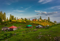 Località di soggiorno di montagna variopinta immagine stock