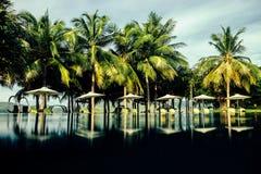 Località di soggiorno di stazione termale con la piscina dell'aria aperta con nessuno Fotografie Stock