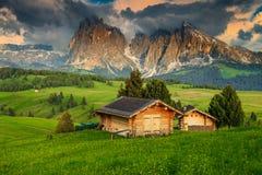 Località di soggiorno di Seiser Alm e gruppo al tramonto, dolomia, Italia di Langkofel Fotografie Stock